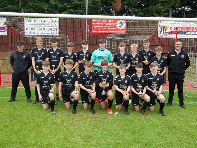 The triumphant U15 Kelso 2006 squad displays the silverware (picture by Bill McBurnie)