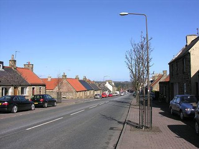 Temporary traffic lights will be in place in Pathhead next Wednesday and Thursday.