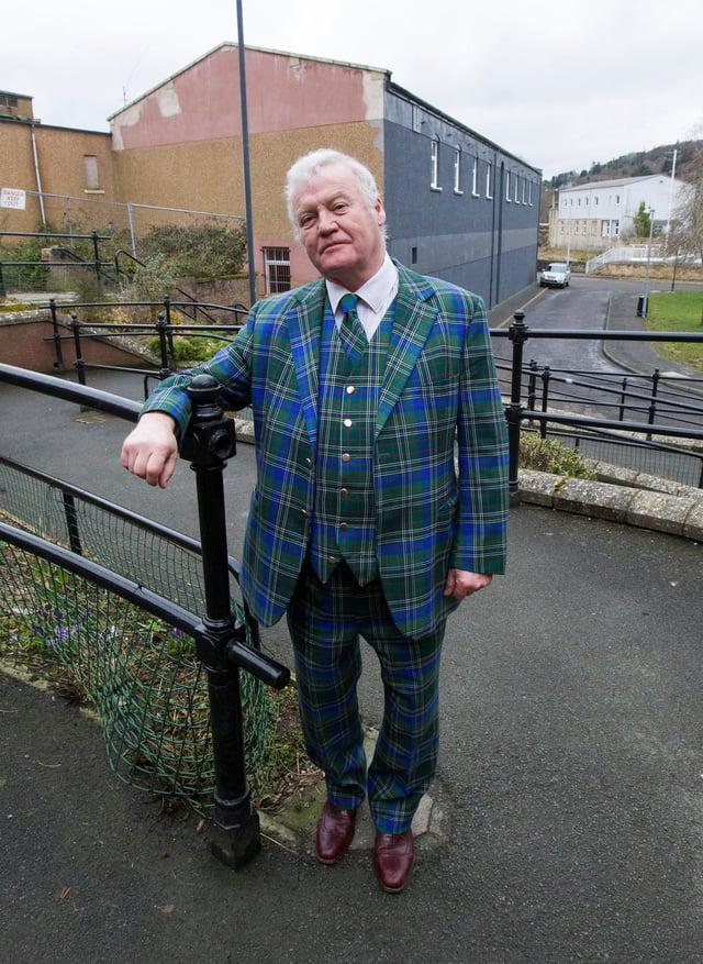 Councillor Davie Paterson at Round Close, Hawick. (Photo: BILL McBURNIE)